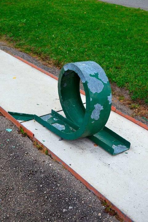 Der Minigolfplatz weist an vielen Stellen Schäden auf.    Foto: Liane Schilling