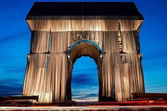 Fotos: Der verhüllte Triumphbogen in Paris