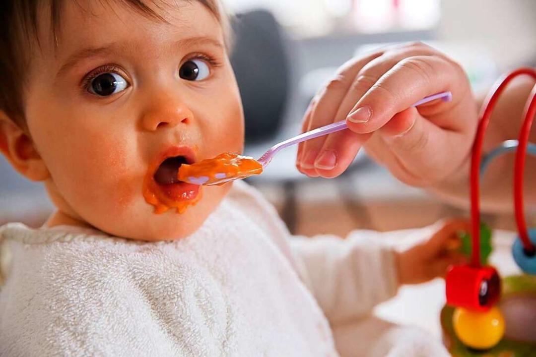 Wenn das Baby satt ist...  | Foto: Mascha Brichta (dpa)