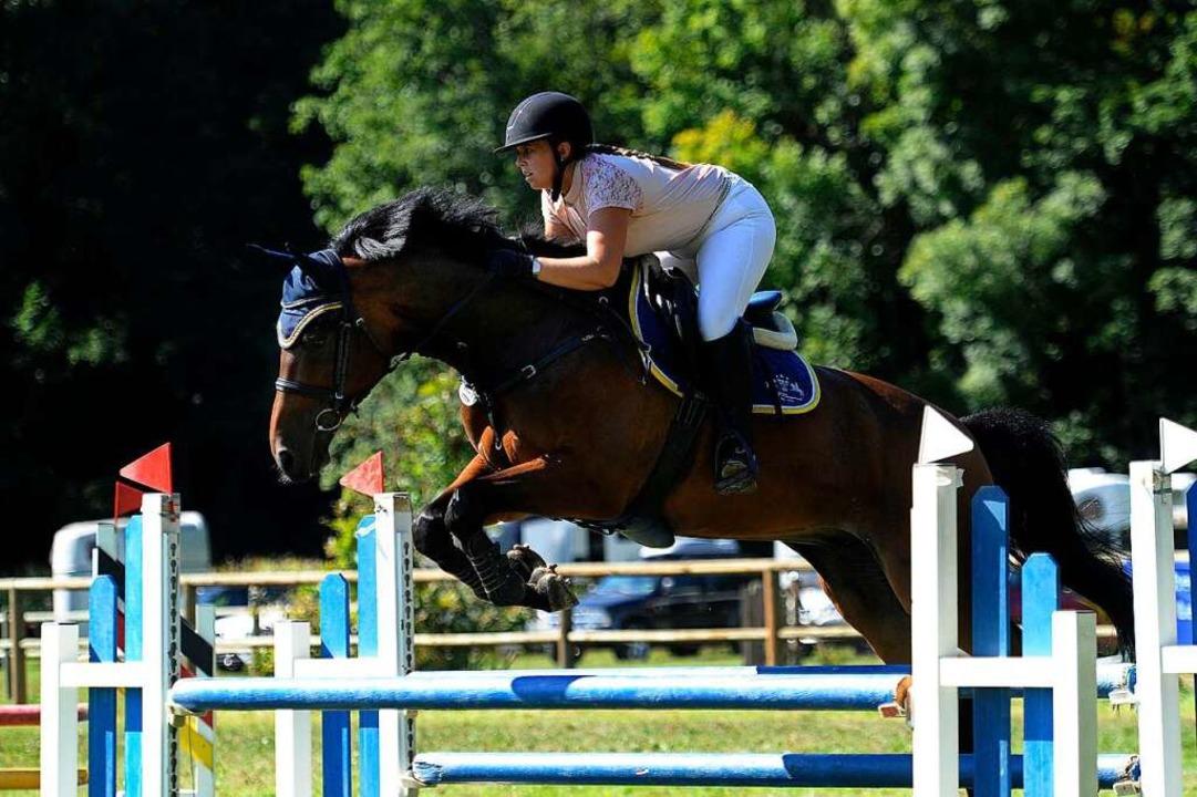 Vanessa Rein  landete  mit Cardoso  auf Platz zwei im A*-Springen. mit  | Foto: Bettina Schaller