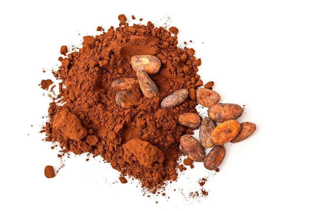 Daraus wird Schokolade gemacht: Kakaobohnen – ganz und zerrieben  | Foto: Wolfgang Mücke  (stock.adobe.com)