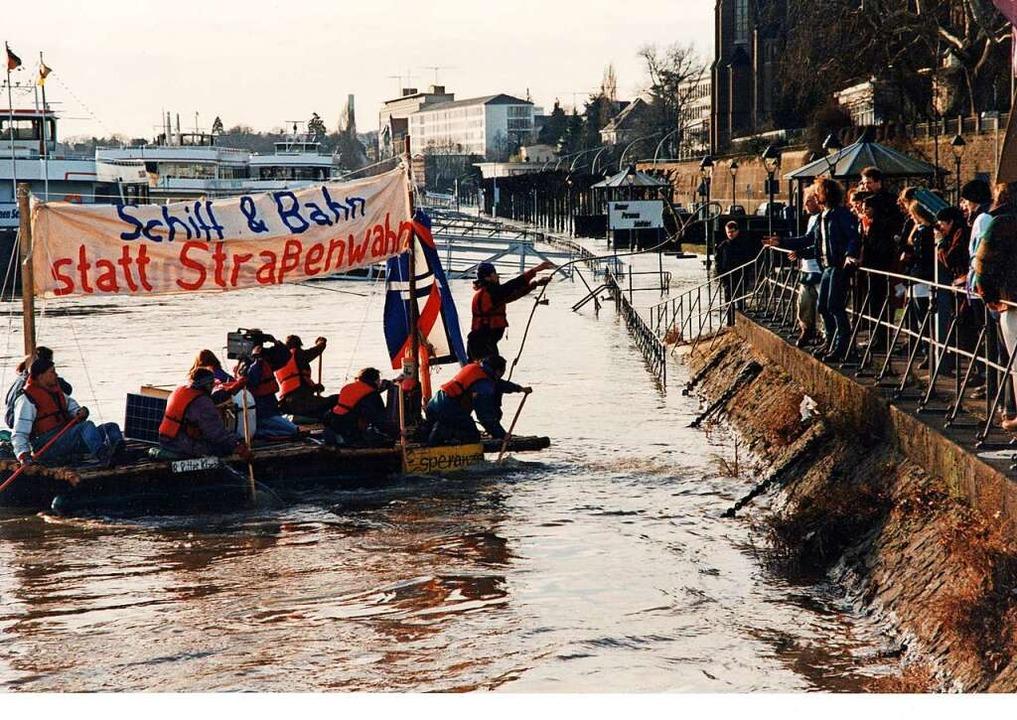 Auch in Breisach wurde demonstriert – auf dem Rhein.  | Foto: Privat