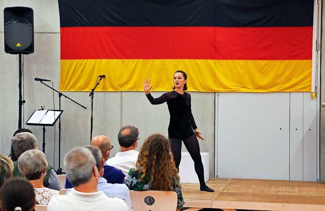 "Yaroslava Gorobey vom Theater Eurodist... Auszug des Stücks ""Show!""  | Foto: Landratsamt Ortenaukreis"