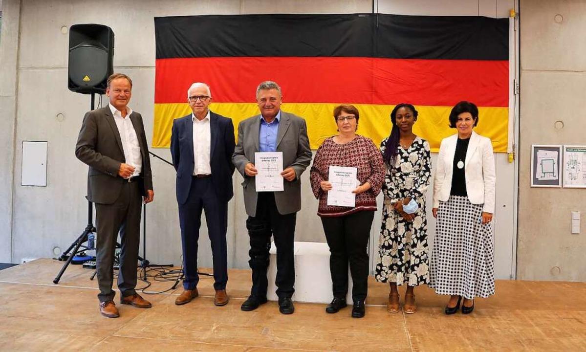Landrat Frank Scherer (links) und Bere...- und Pflegeheim Bethanien Gengenbach.  | Foto: Landratsamt Ortenaukreis