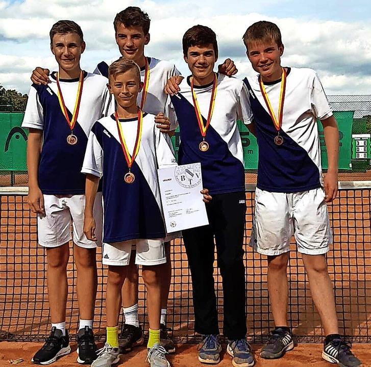 Die erfolgreichen jungen Tennisspieler...tlinger und (vorne) Alessio Stämpfli.   | Foto: Tennisclub Bonndorf