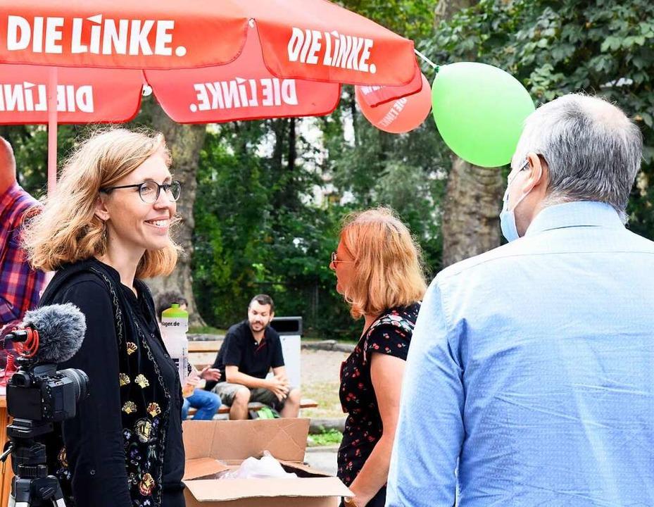 Im Gespräch mit den wenigen, die nicht...reundlich, zugewandt und hört viel zu.  | Foto: Markus Zimmermann