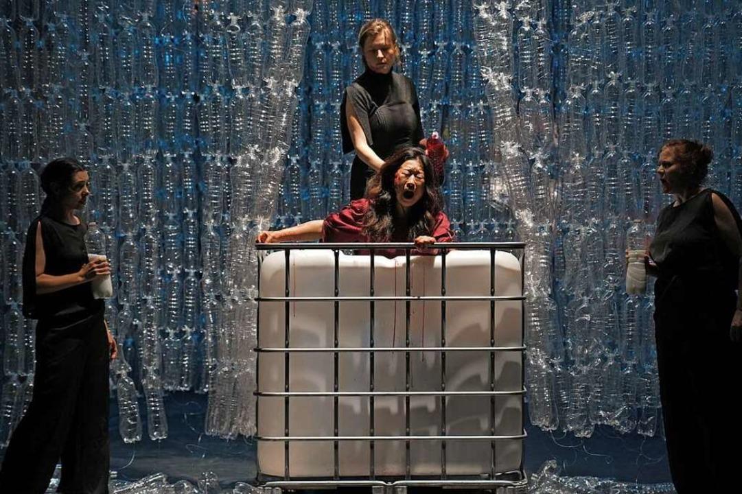 """Szene aus der Poppaea-Inszenierung beim Festival """"Zeiträume""""    Foto: Prismago"""
