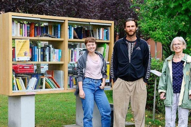 An Freiburgs Tennenbacher Platz gibt es Ersatz für das abgebrannte öffentliche Bücherregal