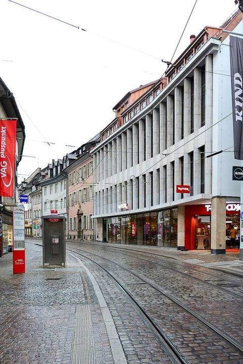 Mit der Eröffnung der Filiale schließt...Innenstadt, die viele verärgert hatte.  | Foto: Ingo Schneider