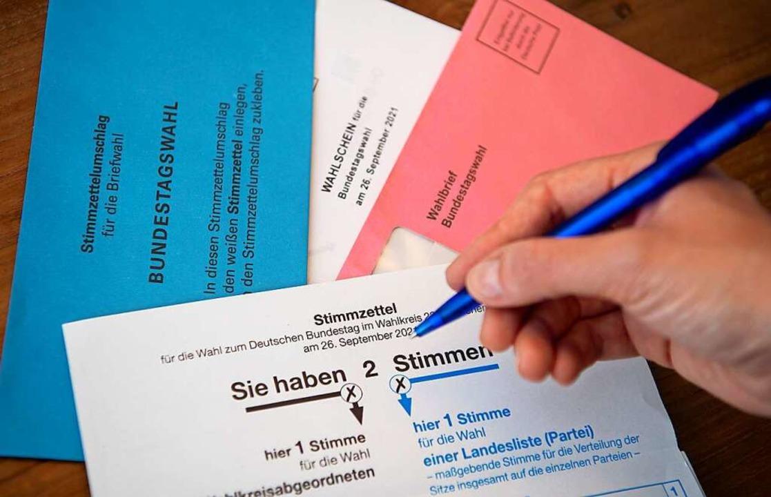 Neben den sechs großen Parteien stehen...kleinere Parteien auf dem Stimmzettel.    Foto: Sven Hoppe (dpa)