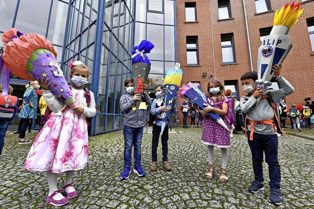 Mit Schultüte und Maske: Einschulung an der Clara-Grunwald-Schule  | Foto: Thomas Kunz