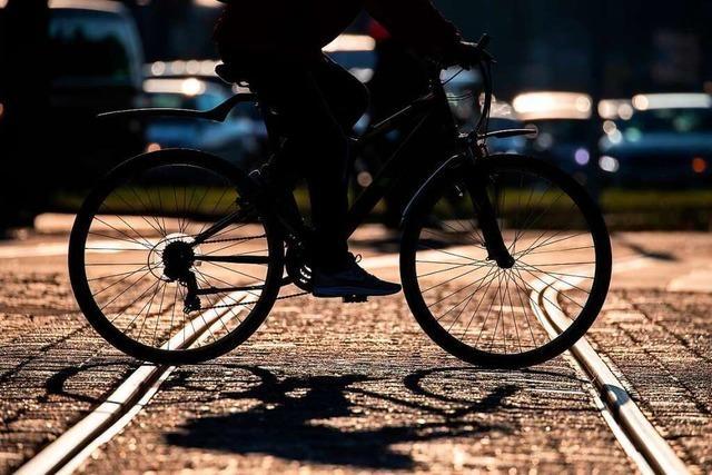 Vermummter Radfahrer in Freiburg feuert nach Streit Schreckschusswaffe ab