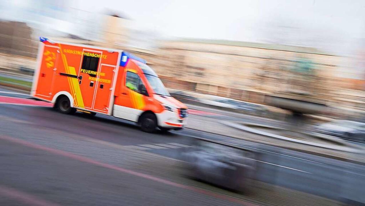 Die Junge wurde ins Krankenhaus gebracht (Symbolbild).    Foto: Julian Stratenschulte (dpa)