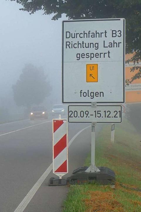 Der Nebel lichtet sich: Nachdem die Ar...leitungsschild eine deutliche Sprache.    Foto: Michael Sträter