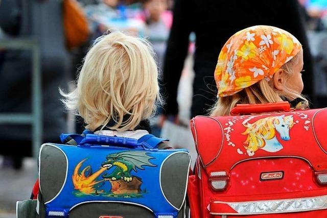 Elterntaxis vor Grundschulen nerven – aber muss das eigentlich sein?