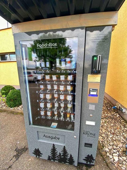 Wein und leckere Gerichte im Weckglas ... diesem Automaten an der WG in Auggen.  | Foto: Alexander Huber