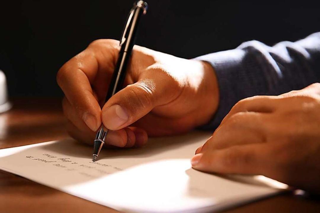 Die Handschrift ist identisch. (Symbolbild)  | Foto: Olga Yastremska, New Africa, Afr
