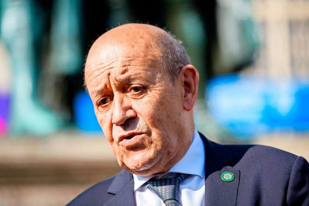 Jean-Yves Le Drian, Außenminister von ... ein deutliches diplomatisches Zeichen  | Foto: Jens Schlueter (dpa)
