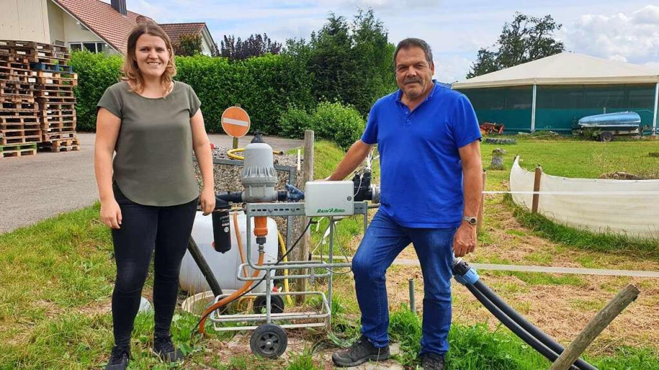 Die Landwirte Nicole und Georg Schwehr...sei marktwirtschaftlich nicht machbar.    Foto: Theresa Steudel