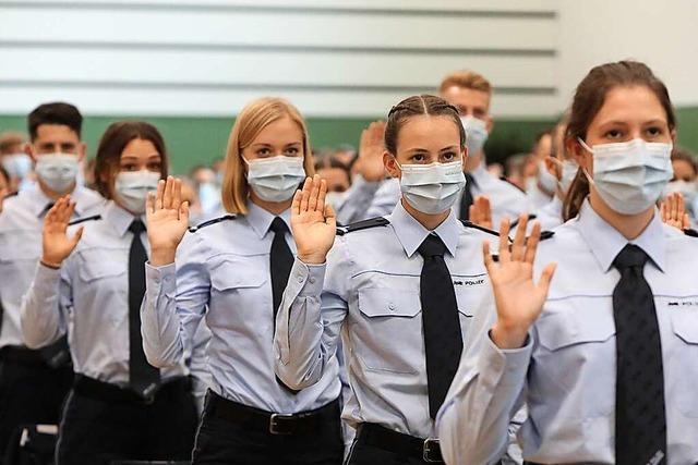 Innenminister Strobl vereidigt in Lahr 238 Polizei-Kommissaranwärter