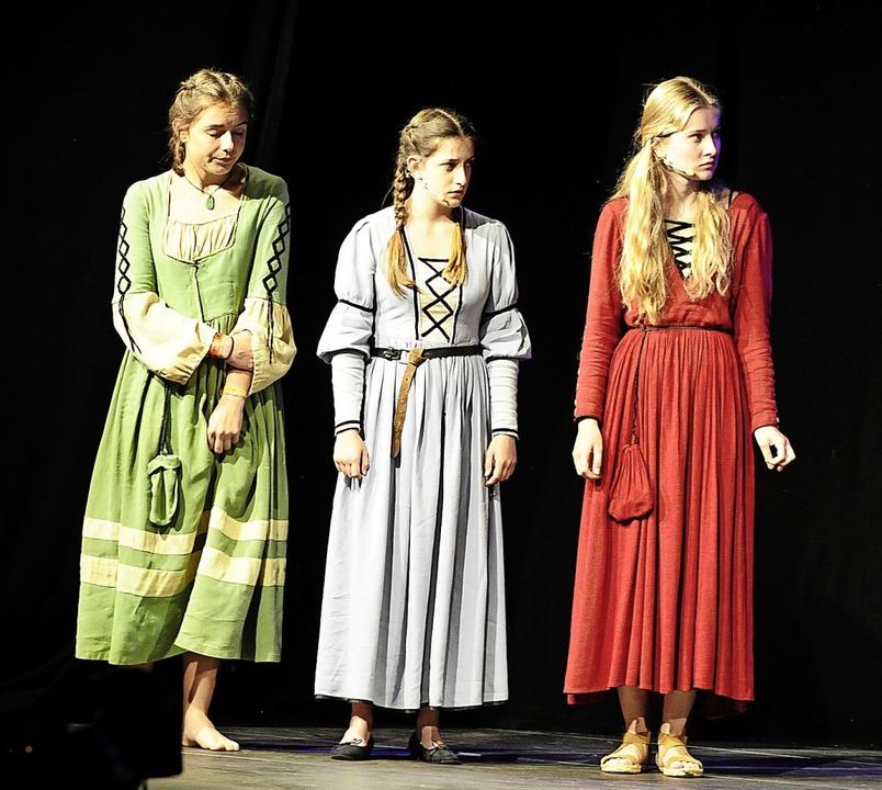 Abends Bühnenauftritt in historischen Gewändern<ppp></ppp>    Foto: Bernhard Seitz