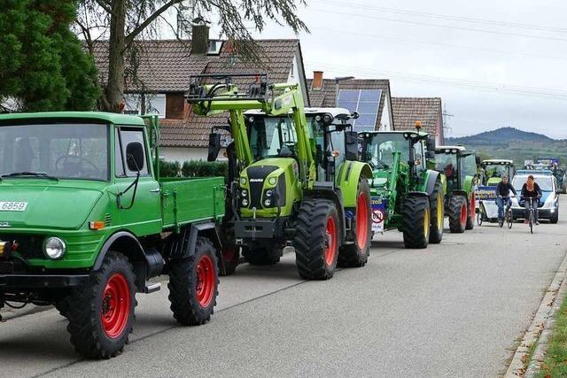 Radler und Traktorfahrer demonstrieren gegen Weiterbau der B 31