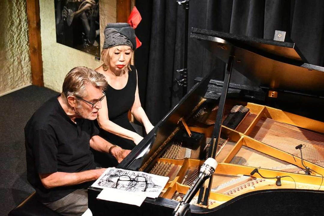 Alexander von Schlippenbach und Aki Ta...erhändig am Konzertflügel im Jazztone.  | Foto: Thomas Loisl Mink