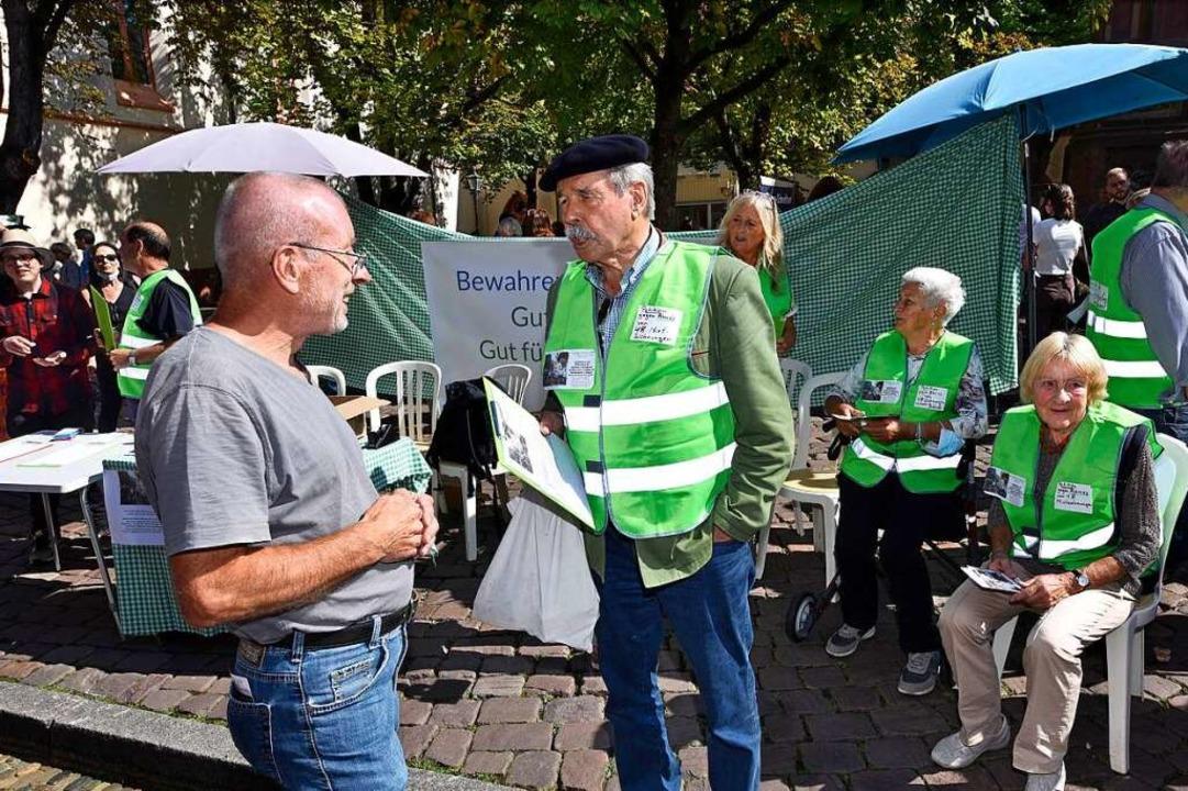 Einige Mieter wollten am Samstag auf ihre Situation aufmerksam machen.  | Foto: Thomas Kunz