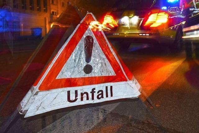 18-jähriger Autofahrer drängt anderes Fahrzeug gegen die Leitplanke