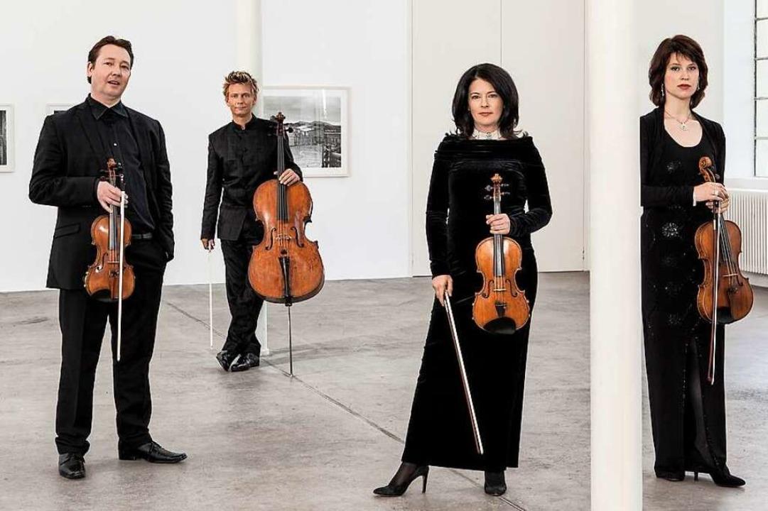 Das Minguet-Quartett (von links): Prim...e Violine), Aida-Carmen Soanea (Viola)  | Foto: Frank Rossbach