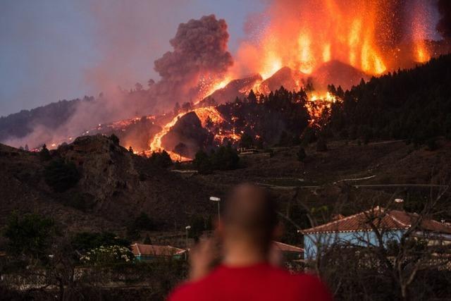 Tausende Menschen nach Vulkanausbruch auf La Palma evakuiert