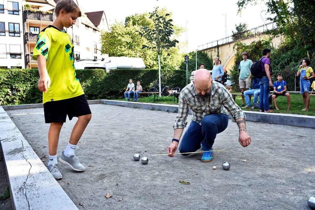 Der neue Bouleplatz neben dem Spielpla...zu generationenübergreifenden Matches.  | Foto: Thomas Kunz