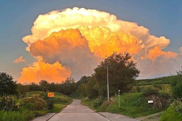 Dieses Wolken-Ungetüm bei Ihringen sieht dramatisch aus