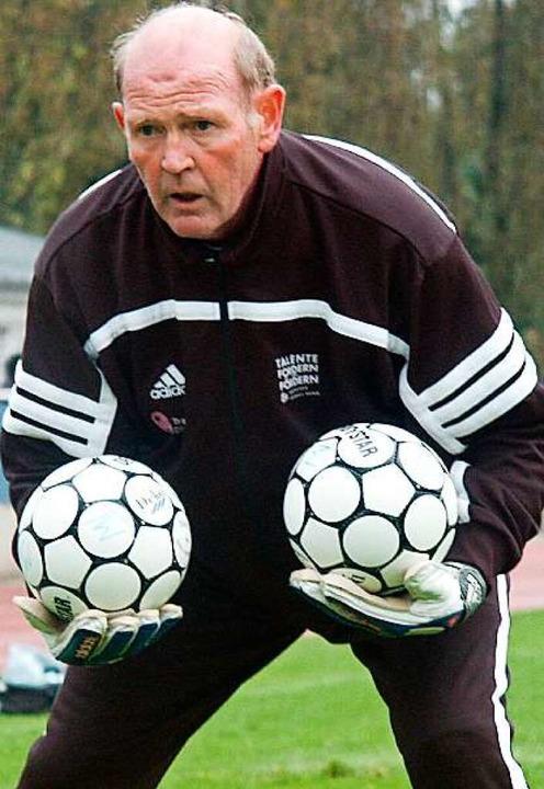 Günter Wienhold im Jahr 2002 während s...beit als DFB-Stützpunkttrainer in Weil  | Foto: Peter Gerigk