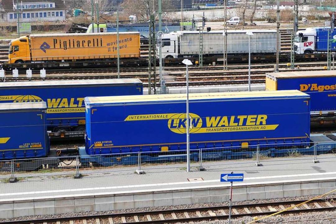 Noch mehr Güter sollen auf den Zug, in...halb ein Güterverkehrszentrum geplant.  | Foto: Victoria Langelott