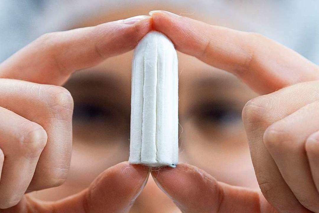 Tampons sind bewährt – noch kaufen 96 Prozent der Frauen Einwegprodukte.  | Foto: Sebastian Kahnert (dpa)
