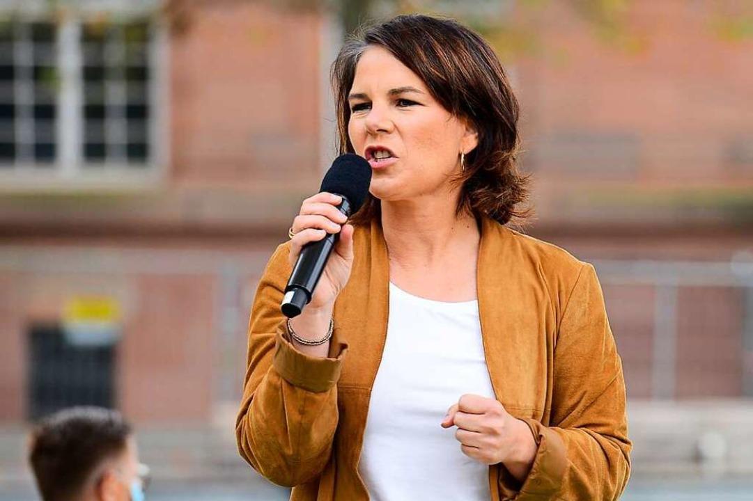 Annalena Baerbock am Dienstag auf dem Platz der Alten Synagoge in Freiburg.    Foto: Ingo Schneider