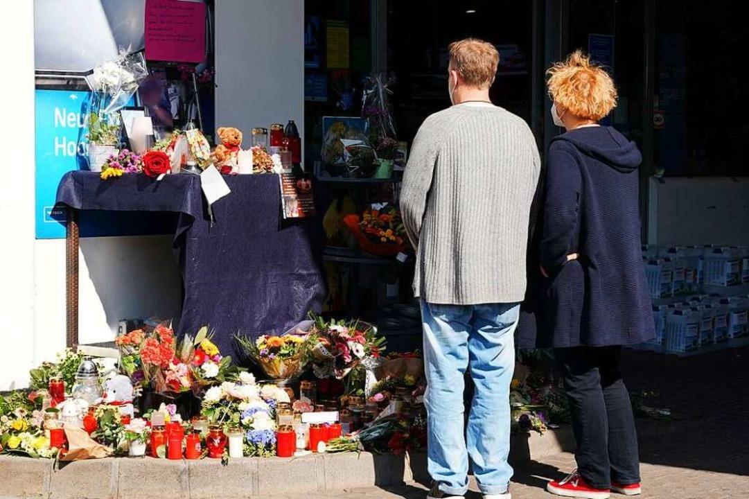 Gedenken an das Opfer an der Tankstelle in Idar-Oberstein    Foto: Thomas Frey (dpa)