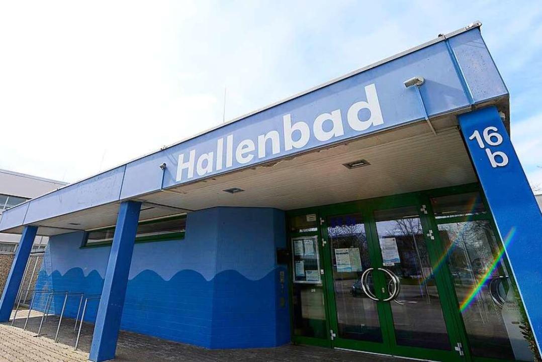 Das Hallenbad Hochdorf soll – wi...11; erst am 8. November wieder öffnen.    Foto: Ingo Schneider