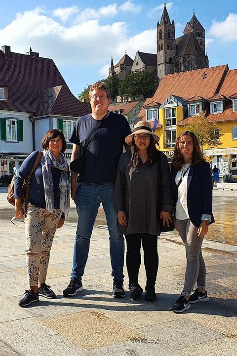 Kaiserwetter am Marktplatz: Annette Se...ing GmbH Baden Württemberg (von links)  | Foto: Julius Wilhelm Steckmeister