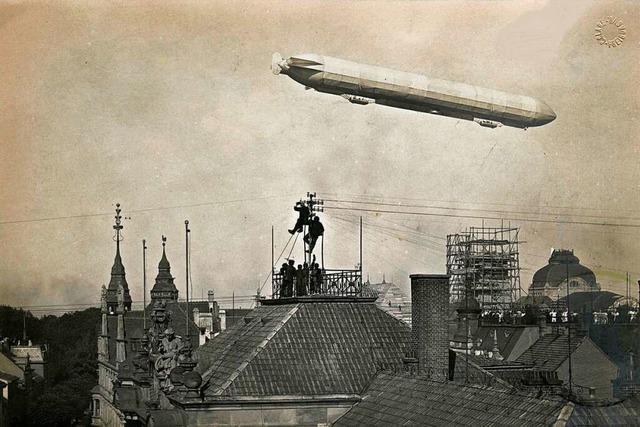 1909 entstanden beeindruckende Fotos von einem über Freiburg fliegenden Zeppelin