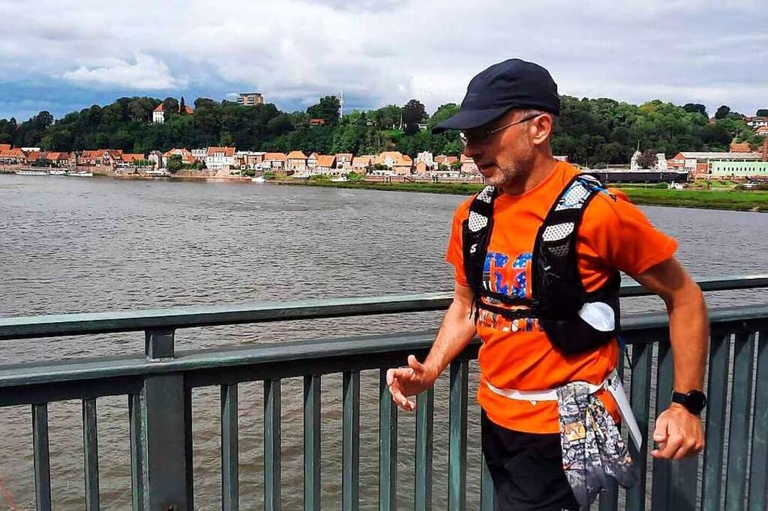 Nicht nur einmal überquerte   Andreas ...diesjährigen Deutschlandlauf die Elbe.  | Foto: privat