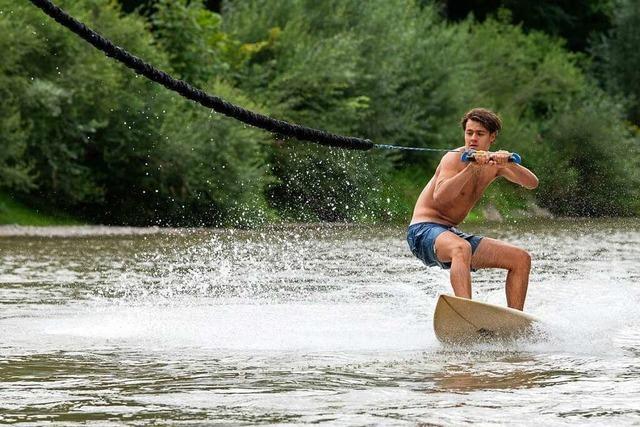 Surfen auf künstlichen Wellen erhält in Deutschland immer mehr Zulauf