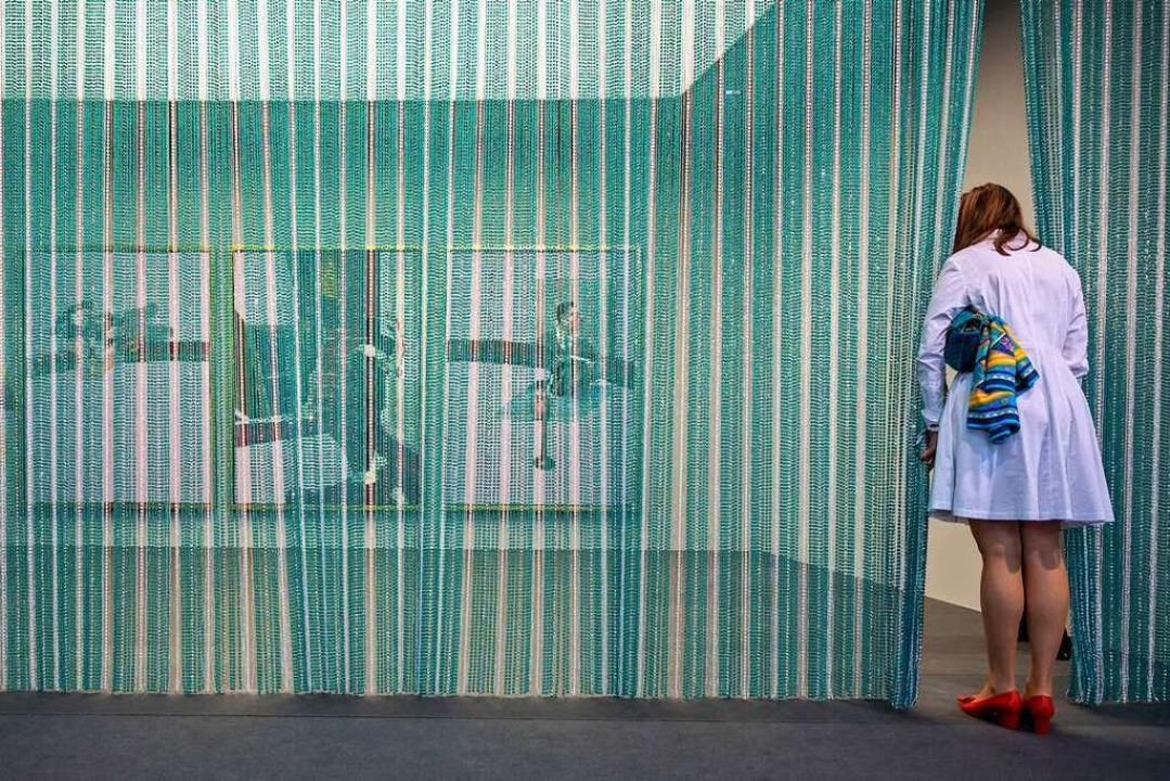Blick hinter den Vorhang: Stand der Fondation Beyeler auf der Art Basel  | Foto: Georgios Kefalas (dpa)