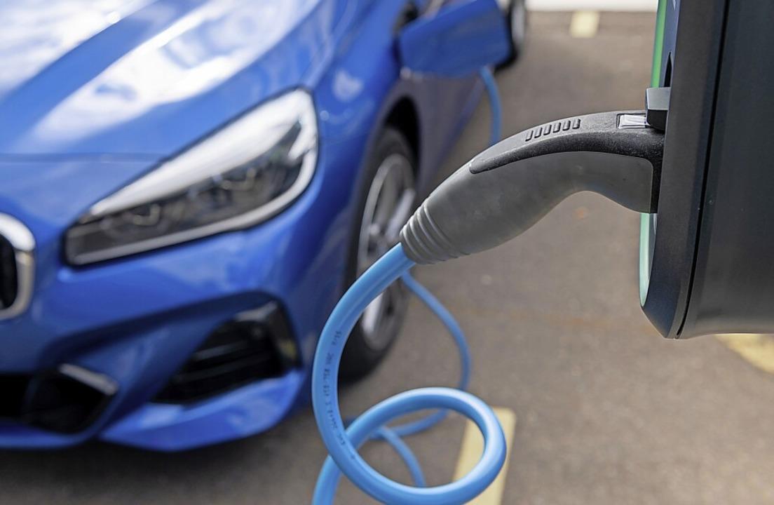 Löffingen will eine weitere Schnellladesäule für E-Autos am Rathausplatz.    Foto: Hendrik Schmidt (dpa)