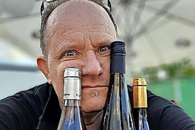 Dieter Ilg und Stephan Reinhardt diskutieren in der Offenburger Reithalle über Wein