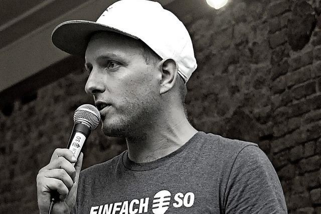 Ansgar Hufnagel moderiert den Poetry Slam im Theater am Kastelberg in Kollnau