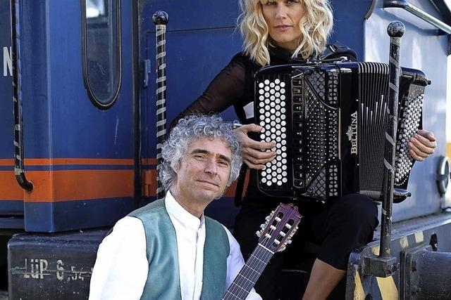 Christine Schmid und Gaetano Siino spielen beim Kulturkreis im Stiftsschaffneikeller in Lahr