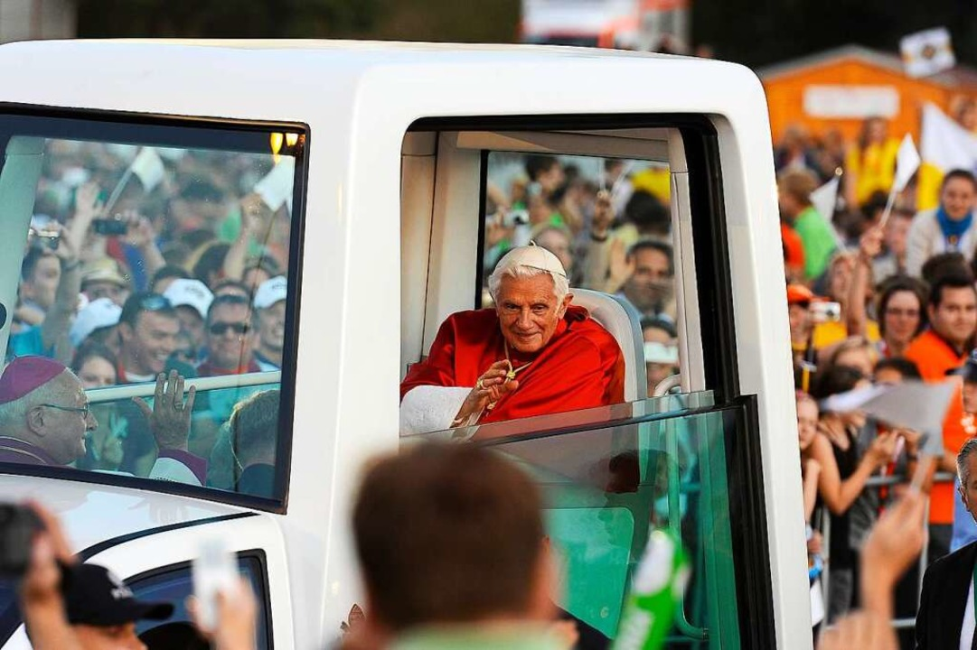 Auf dem Flugplatz zelebrierte der Papst die heilige Messe.  | Foto: Ingo Schneider