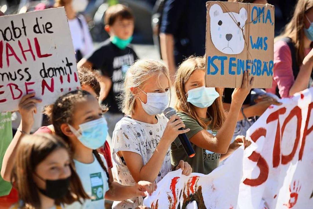 Junge Schülerinnen und Schüler demonstrierten für ihre Zukunft    Foto: Janos Ruf